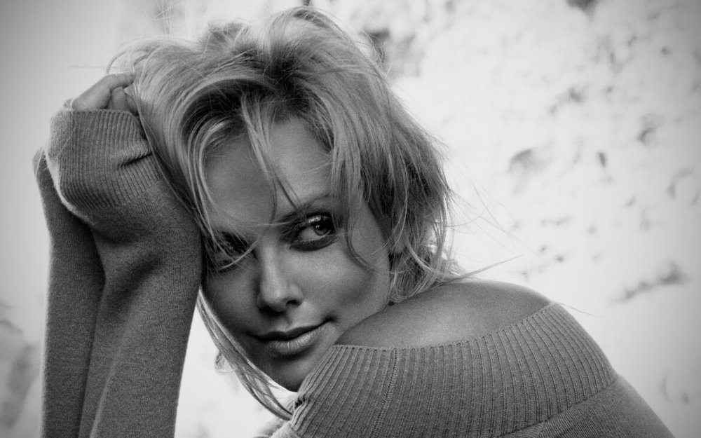 Charlize Theron's height 2