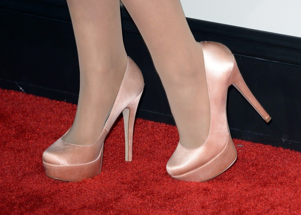 What Size Shoe Does Ariana Grande Wear