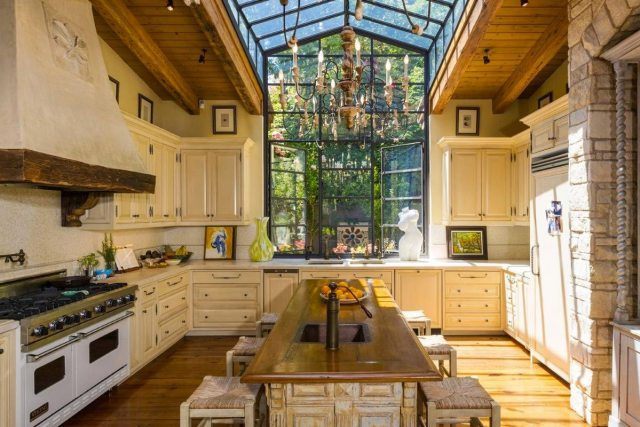 Jennifer Lopez kids house kitchen