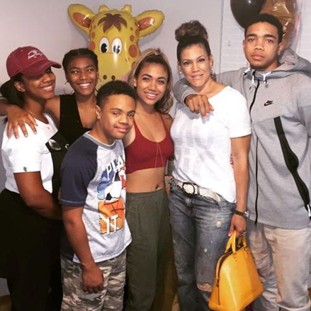 Paige Audrey Marie Hurd Instagram Paige Hurd And Her Twi...