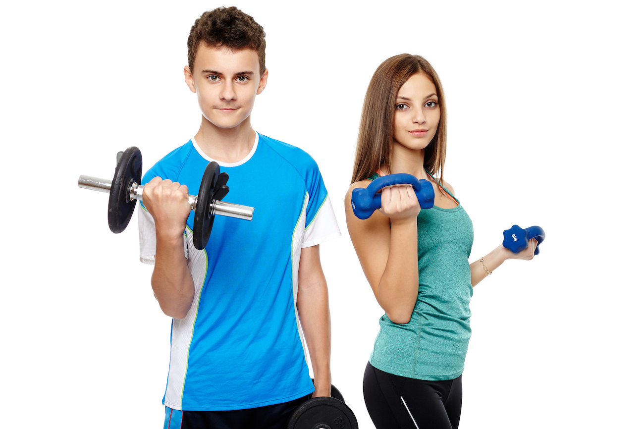 teenagers lifting dumbbells
