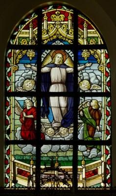 Heestert, parochiekerk Onze-Liev. Zwevegem. West-Vlaanderen. Belgium. Glasraam, uitgevoerd door A. Peene-Delodder (Brugge) van circa 1940. Parish church (Heestert, Parochiekerk Onze-Lieve-Vrouw Hemelvaart). Interior.. Ref: PM_137310_B_Heestert. Photo: Paul M.R. Maeyaert. PMRMaeyaert@gmail.com. © Paul M.R. Maeyaert; pmrmaeyaert@gmail.com. Cultural heritage; Europe Belgium West-Vlaanderen; Europe Belgium West-Vlaanderen Heestert (Zwevegem); Europe Belgium West-Vlaanderen Zwevegem; Europe Belgium; Cultural heritage Techniques Stained glassRef: © Paul M.R. Maeyaert; pmrmaeyaert@gmail.com. DO NOT CHANGE THE FILE NAME. DE BESTANDSNAAM NIET WIJZIGEN.