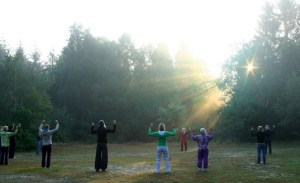 Qigong am Morgen in Wildeshausen, Seminar beim Mikado in der Wildnisschule Wildeshausen