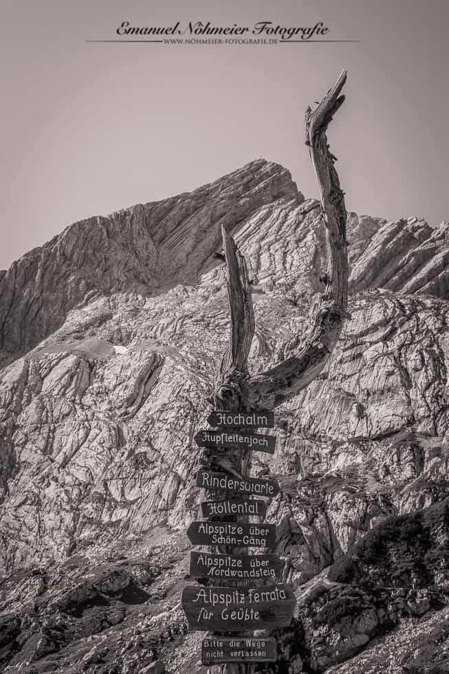 Wegweiser vor der Alpspitze