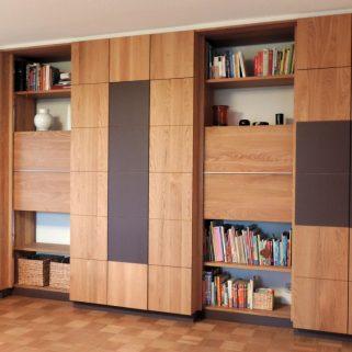 moderne, maßgefertigte Wohnzimmerwand in massiver Eiche mit geölter Oberfläche