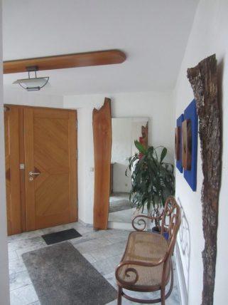 Spiegel Eingangsbereich mit Holzapplikation Birnbaum