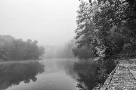 Viadukt im Nebel.