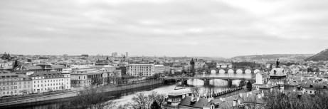 Die Moldau und die Brücken Prags.