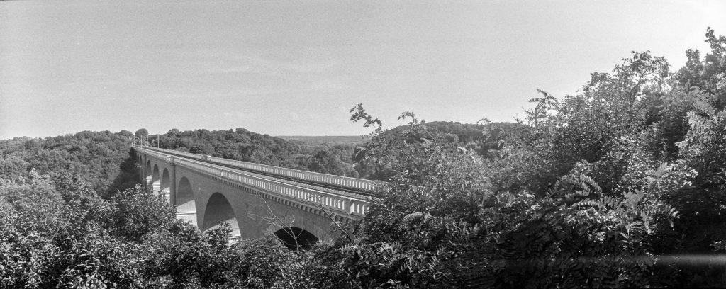 Am Viadukt.