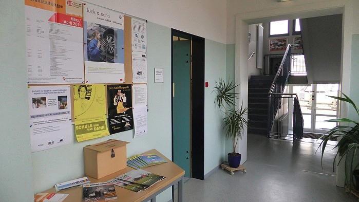 Informationstafel zu Ausbildung und Beruf