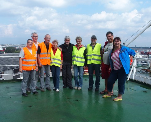 Reisegruppe auf dem Frachter