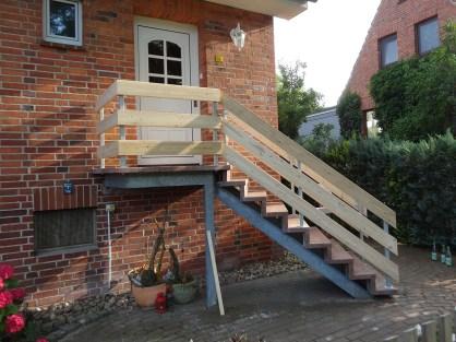 Treppengeländer mit Holzverkleidung