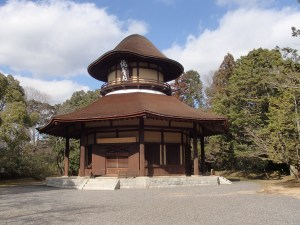 平成芭蕉の故郷に建つ俳聖殿