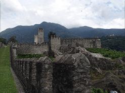 ベリンツォーナの巨城