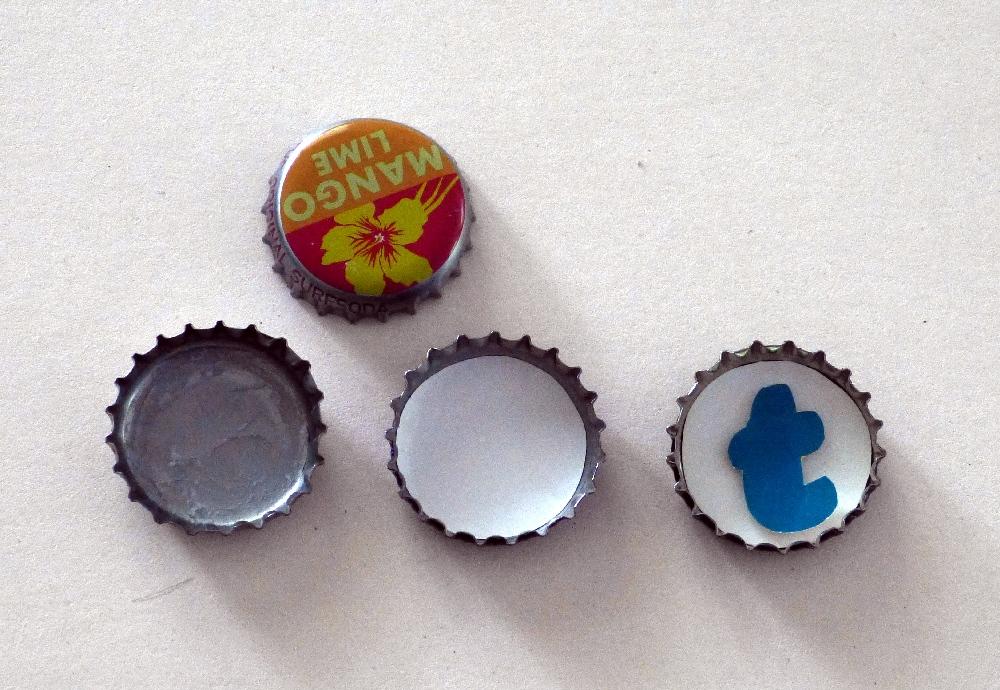 Magnete aus Kronkorken mit Buchstaben