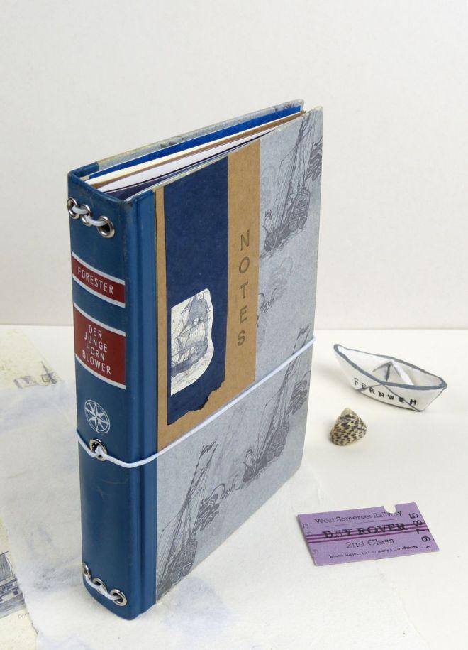 Altes Buch upcyceln. Notizbuch mit Gummiband.