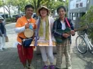 Singing in the street with these folks.... Setsu Mikami (playing the xylophone) and Kenji Kamada (playing the guitar)......
