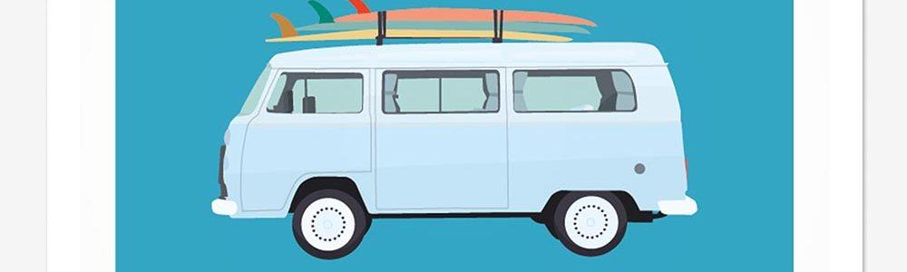 Affiche van portant des planches de surf sur fond bleu
