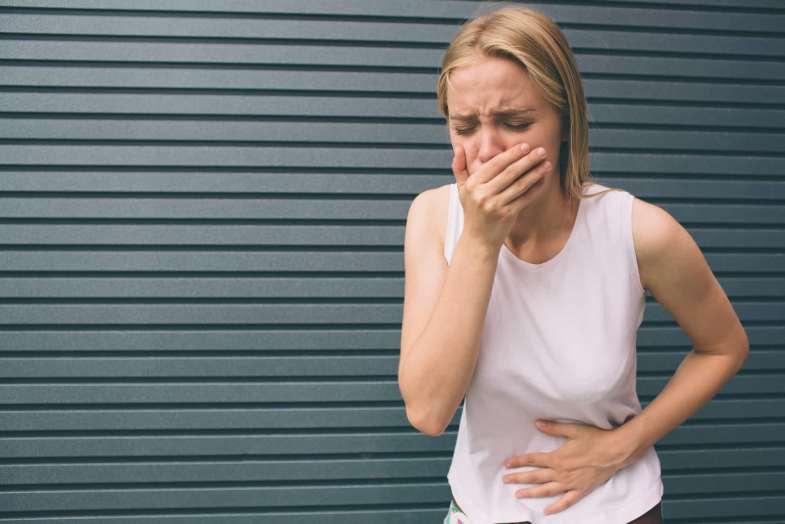 Besin zehirlenmesi, bulantı/kusma, ishal ve karın ağrısı gibi belirtilere neden olabilir.
