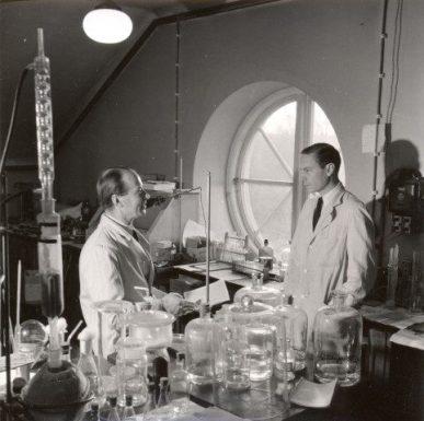 Arne Tiselius left and Henry Kunkel in Uppsala 1949-50. The photo obtained from Arne Tiselius' son Per Tiselius.