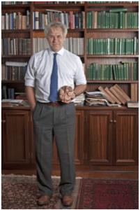 مارك سولمز في مكتبة في جنوب أفريقيا، يقول أن أفكار فرويد، قد تحل كثيرا من غموض الدماغ.