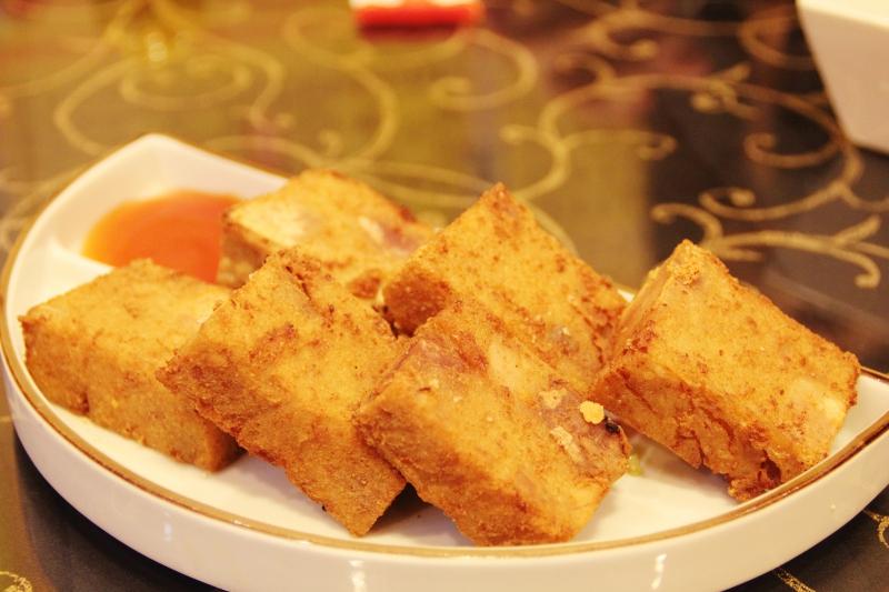 【花蓮市-賴桑壽司】賴桑壽司的巨無霸生魚片,嚇死人的厚!