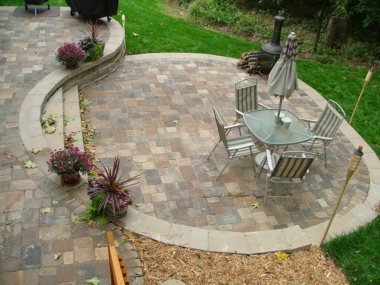 Small Backyard Patio Designs Ideas With Flagstone Patio ... on Backyard Patio Decorating Ideas id=44619