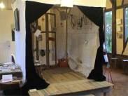 """Installation """"Les Droits de l'Homme ne tiennent qu'à un fil... et quelques suspensions"""" Exposition Plongée dans l'univers d'Helena Gath, Sully-sur-Loire, mai 2012"""
