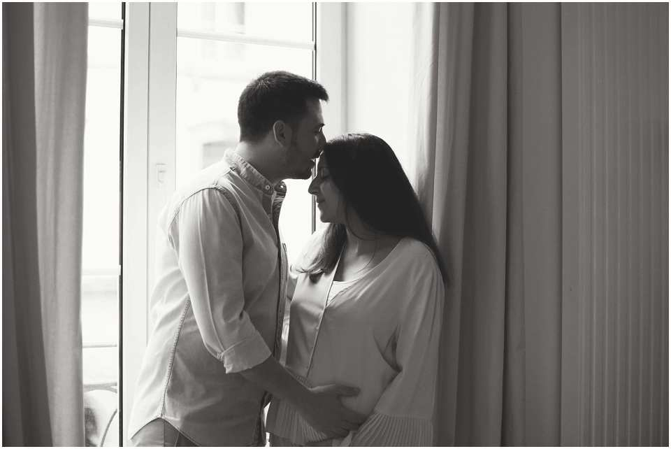 kissing couple during pregnancy photographed by connecticut nyc maternity and newborn photographer Helena Woods