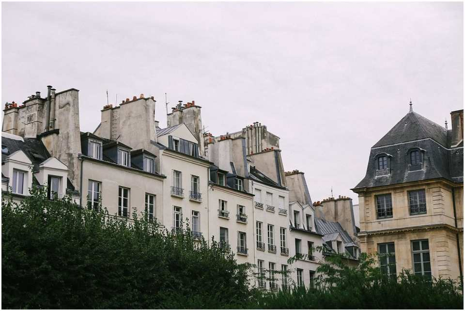 Helena Woods american expat in Paris, white building facade