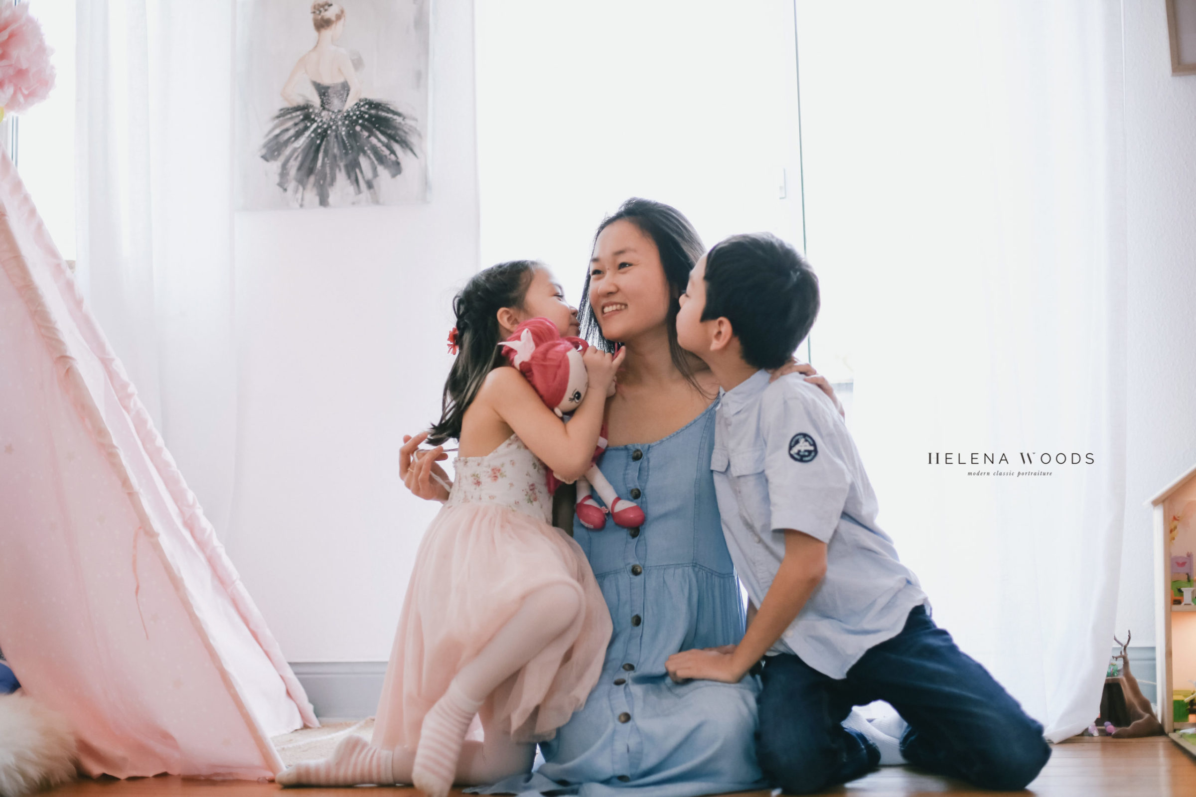 children kiss mom during lifestyle family photo session with Helena Woods Photography