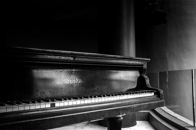 piano low-key monochrome