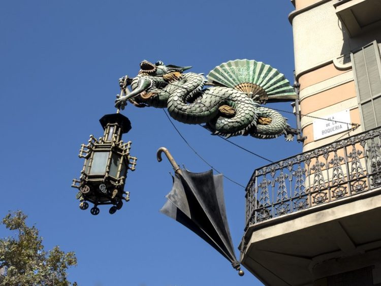 A Dragon, a Lamp and an UmbrellaBarcelona Factory former