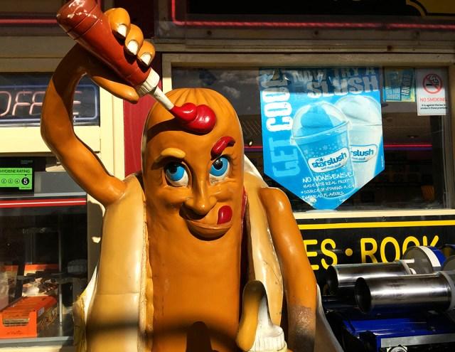 humour, Blackpool, ketchup, hotdog