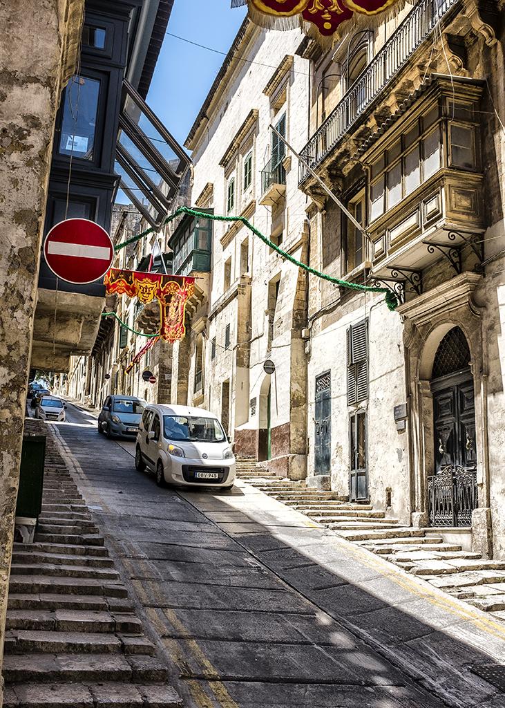 Steep street road cars skid Valletta malta which way 16th century