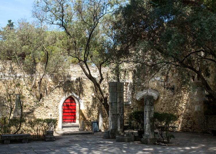 LISBON: Castelo São Jorge door red Thursday Doors