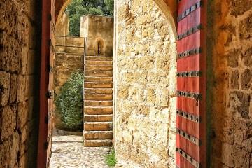 Castelo São Jorge lisbon red door entrance