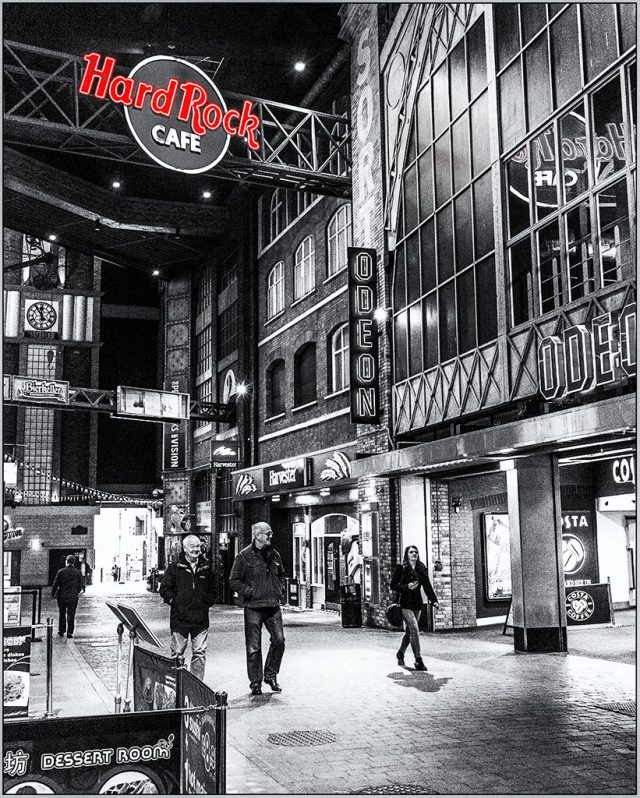 Manchester: Hard Rock Café print works colorpop monochrome black&white challenge street photography