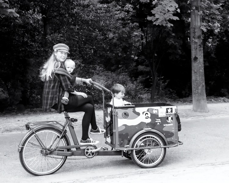 AMSTERDAM: pedal power family Vondelpark