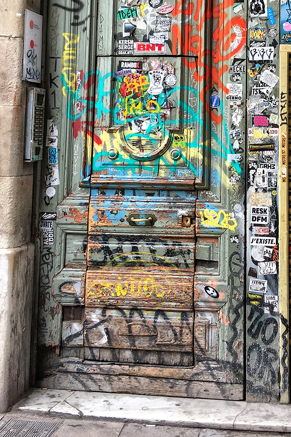 Barcelona , doors, graffiti , dog , bird, Gothic Quarter, Thursday Doors