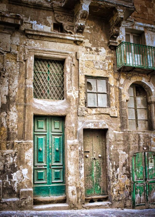 Valletta: 3 Green Doors decay thursday doors malta