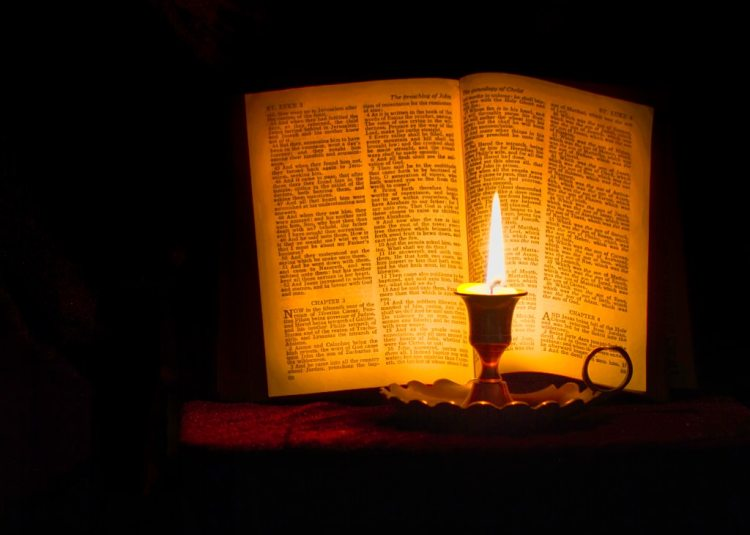 bible contemplation silent sunday candlelight