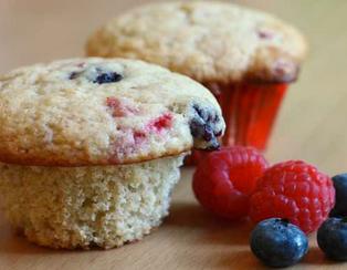 Muffins végétaliens aux bleuets et framboises