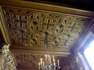 The roof decoration in all rooms was amazing, and very different from space to space!