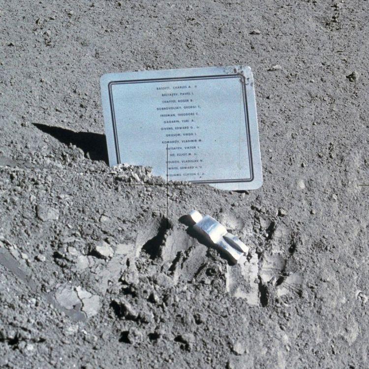 1024px-Fallen_Astronaut