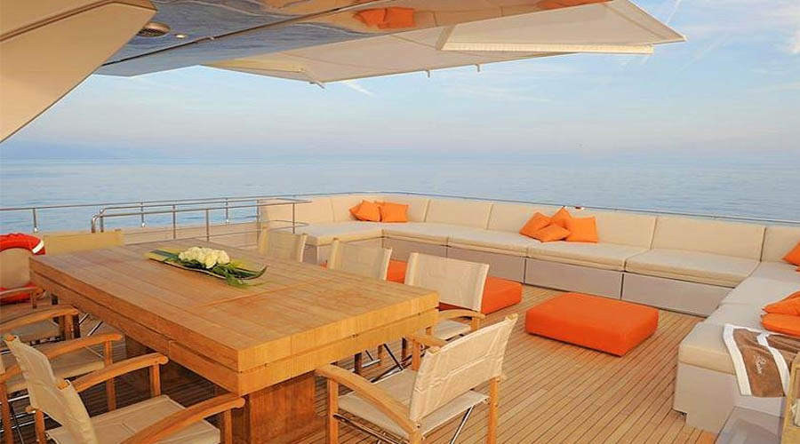 LUXURIOUS-YACHT-CHARTER-AQUA-7