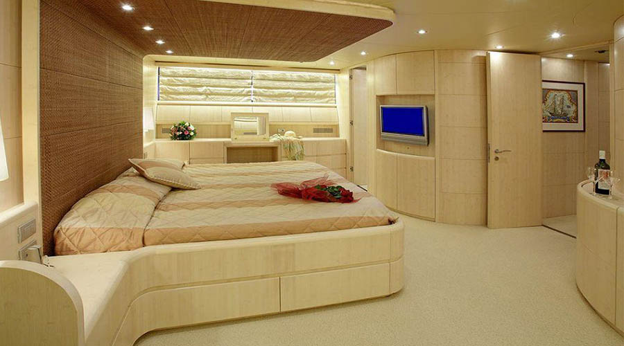 LUXURY-YACHT-GLAROS-15