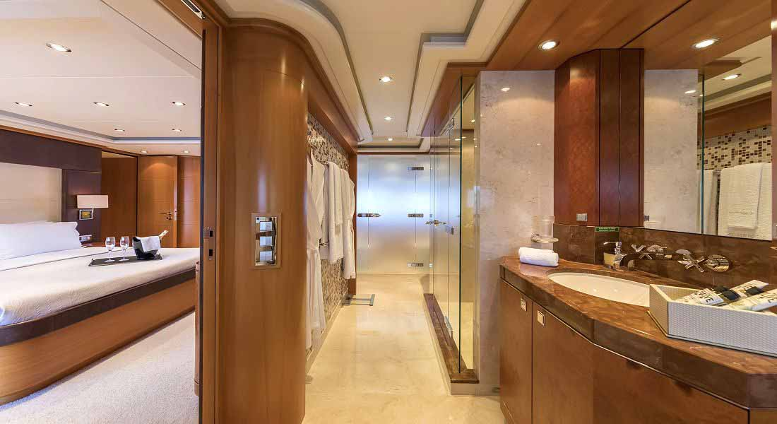 LUXURY-YACHT-L'EQUINOX-30
