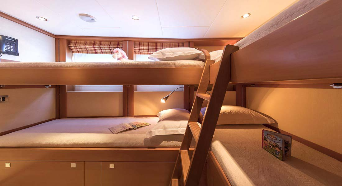 LUXURY-YACHT-L'EQUINOX-36