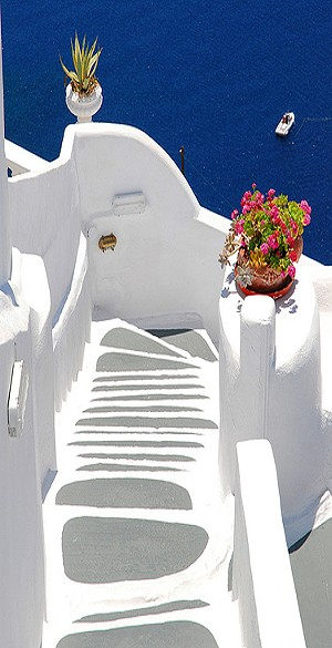 CHARTER-GREECE-SANTORINI